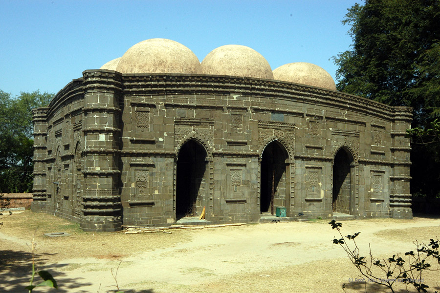 Kusumba mosque at Naogaon | Photo credit: Syed Zakir Hossain