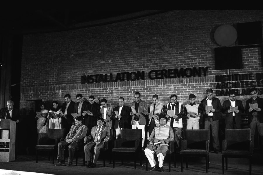 Mamnoon Murshed Chowdhury (5th from the left)taking oath as the AGS of 21 EC of IAB. Photo Courtesy: IAB (Used from the photo archive of CONTEXT)