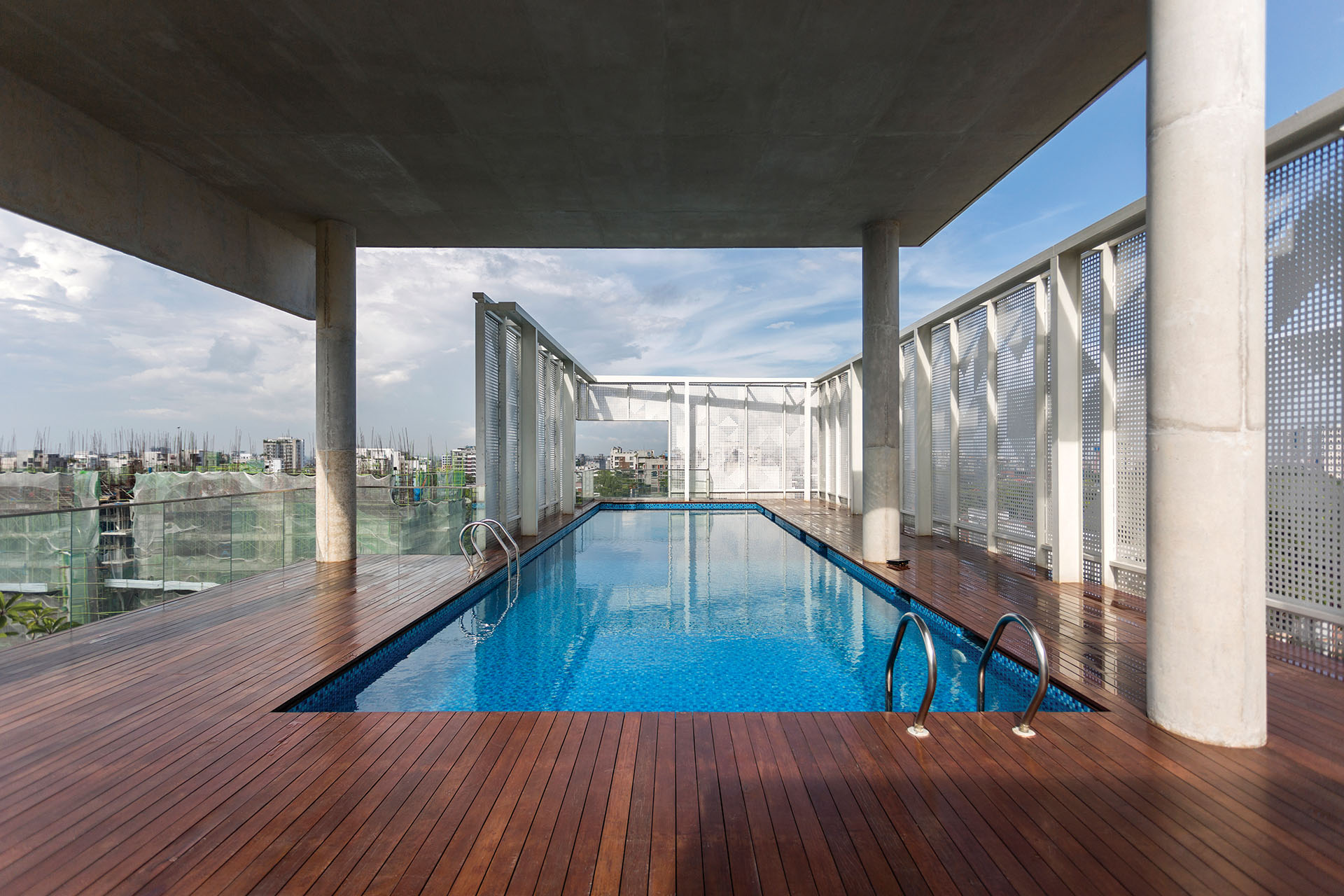 Swimming pool view © Studio Morphogenesis Ltd.