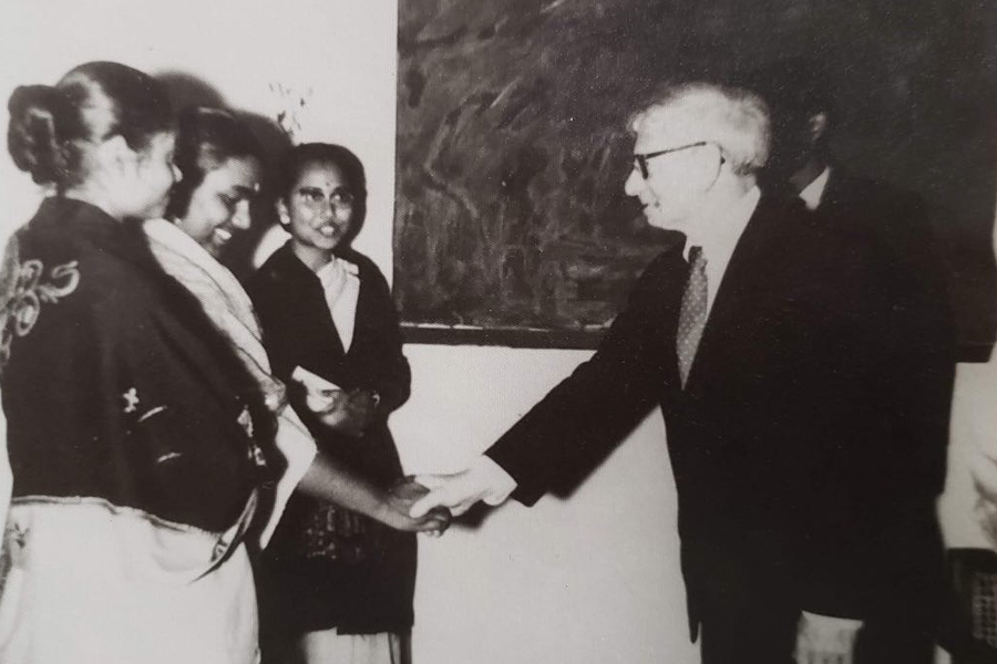 Louis I Kahn with pioneering females in Architecture, BUET